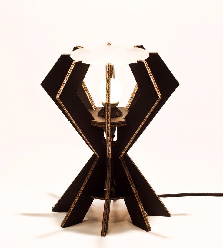 IKs35 lampada in cartone nero Eco lampada in cartone rivestito e rinforzato NERA,piano in plexiglass satinato, completa di cablaggio in tessuto ( CE ). Only by www.maketank.it