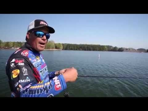 Football jigs how to fish bass fishing youtube for Youtube bass fishing
