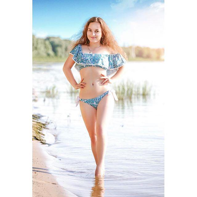 Словили на прошлой неделе, похоже пока что единственный за это лето жаркий денёк. . . Ph - Сергей Веселов Retouch - @obrabotka_foto_ykt  Md - @misseliana23 (Элиана Гончарова) . . #лето #лето2017 #пляж #бикини #купальник #купальниксволаном #тонкаяталия #красиваяфигура #плоскийживот #девушкавкупальнике #фотомодель #блоггер  #bikini #summer2017 #body #beautifulbody #waist #girlinbikini #beuatifulgirl #beach #девушкакрасавица #безмакияжа #натуральнаякрасота  #nomakeup #naturalbeauty…