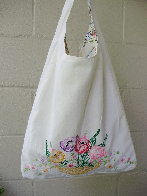 tablecloth to bag. Could use vintage print tablecloths, too.