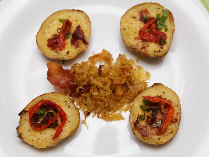 Ces galettes de pommes de terre appelées hash brown sont très appréciées au petit-déjeuner dans les pays anglo-saxons. Elles sont très faciles à faire et permettent de faire varier un peu vos repas habituels. Le secret pour réussir un hash ...