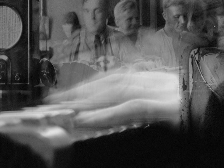 Tribute to Wladyslaw Szpilman by DocMaowi - Wladyslaw Szpilman    Der Pianist, Komponist und Autor polnisch jüdischer Abstammung Wladyslaw Szpilman vollzog in den Vorjahren des Zweiten Weltkrieges eine steile Karriere beim polnischen Rundfun...