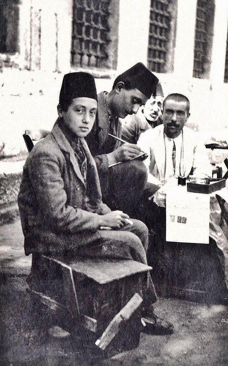 A public scrivener, near the Süleymaniye Mosque, Istanbul, ca. 1900.