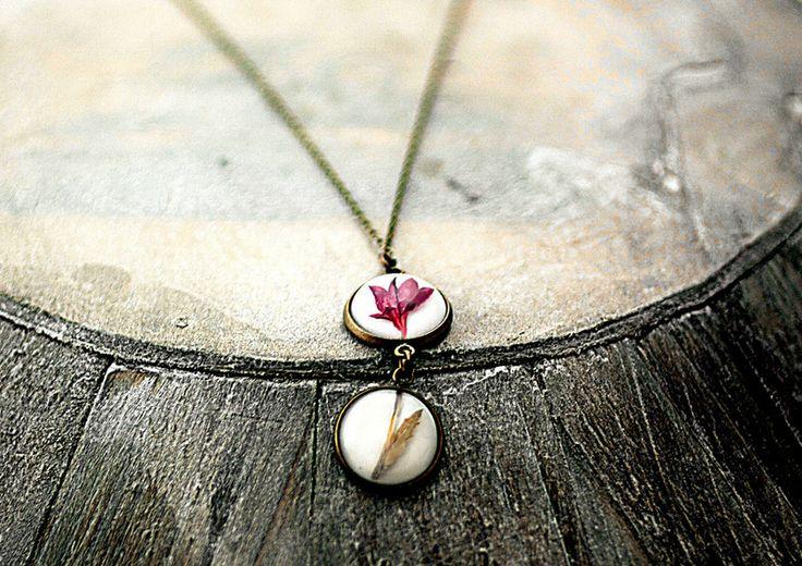 Kleine Doppel Blütenkette echte Lobelie von Villa Sorgenfrei - Schmuck aus Naturmaterialien. Uhren, Medaillons und mehr. auf DaWanda.com