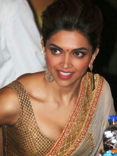 Deepika Padukone Hot Cleavage wallpaper in Saree