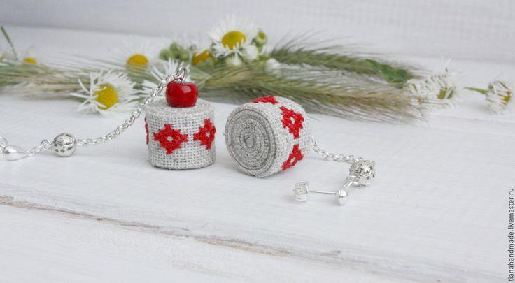 Купить Вышитые серьги льняные с красным кораллом серьги-гвоздики Вишенка - летние серьги