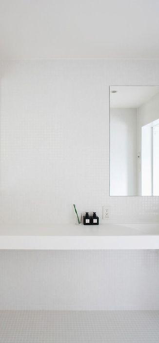 all white bathroom muji.