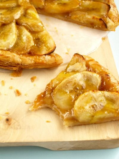Tortina di pasta sfoglia e banane al caramello