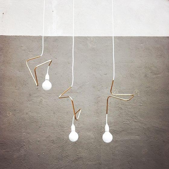 Maak je eigen designlamp « Interieur Wensen. schuif over het snoer van de lamp een uitgegloeid koperen buisje van 8mm en buig het in de gewenste vorm