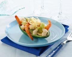 Avocat farci aux crevettes et kiwi : http://www.cuisineaz.com/recettes/avocat-farci-aux-crevettes-et-kiwi-83039.aspx