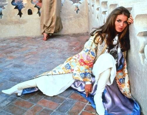 Google Image Result for http://0.tqn.com/d/vintageclothing/1/0/G/-/-/-/talithajpmorocco.jpg