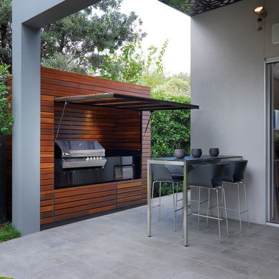 Outdoor bbq with shade/rain guard