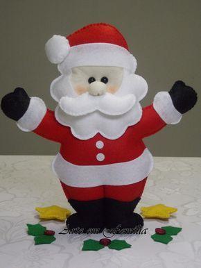 Boneco papai noel confeccionado em feltro com enchimento.  Linda opção de presente ou de decoração para o Natal.