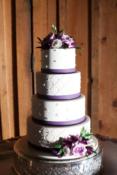 touch of purple wedding cake