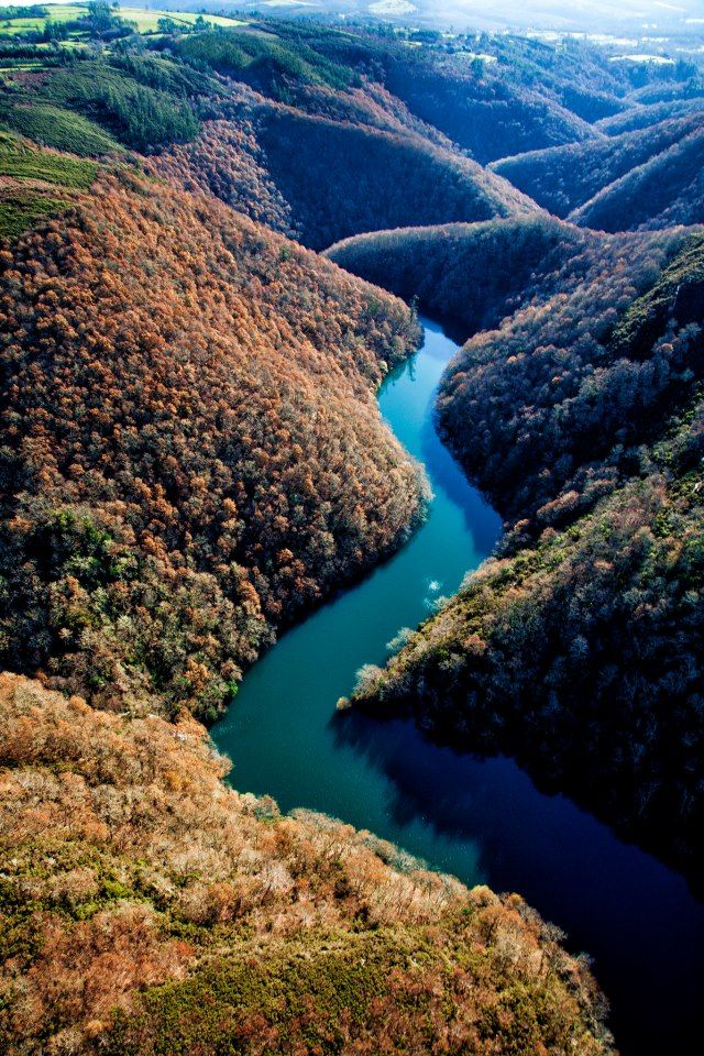 Flying into our next destination SPAIN!!! Sil River crossing over the Ribeira Sacra (Galicia, Spain) is a spectacle.