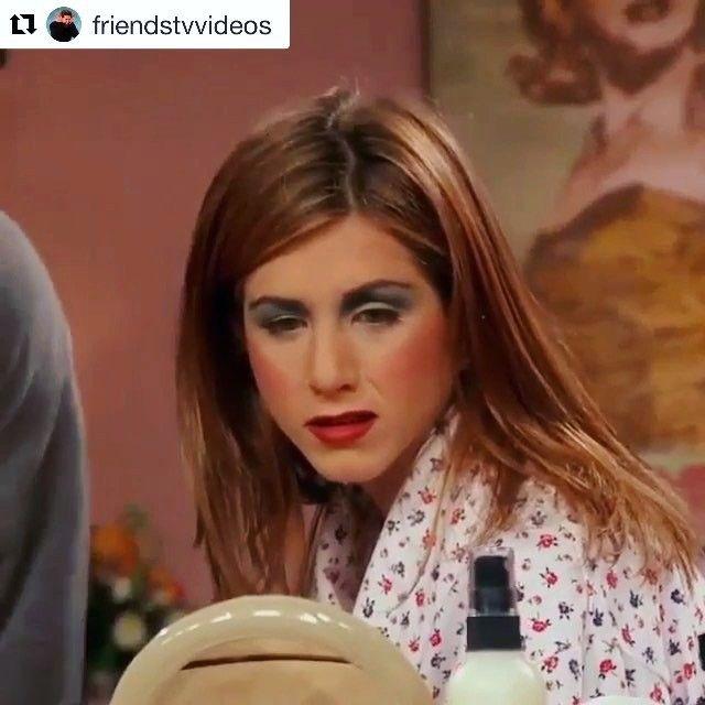 Визажист на свадьбу или вечеринку? Не зачем, меня подруга накрасит! 😂🙈 #friends #makeup #jenniferaniston #party #wedding #друзья #макияж #вечеринка #свадьба #подруга #юмор