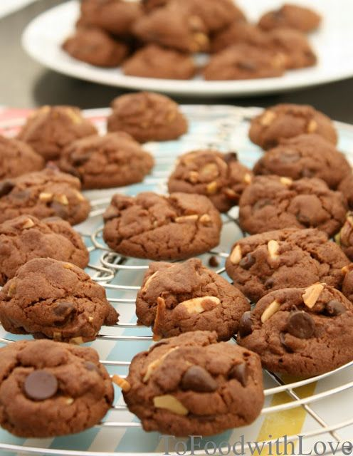 To Food with Love: Crunchy Choc Chip, Pecan and Almond Cookies (Famous Amos style)