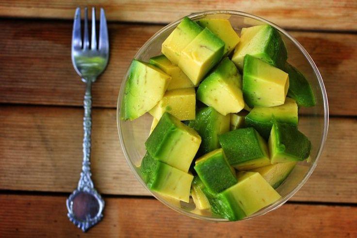 10 Tummy Tightening Foods - oats w/ cinnamon, grapefruit, red peppers, almonds, salmon, avocado, blueberry, green tea, chicken, sweet potato