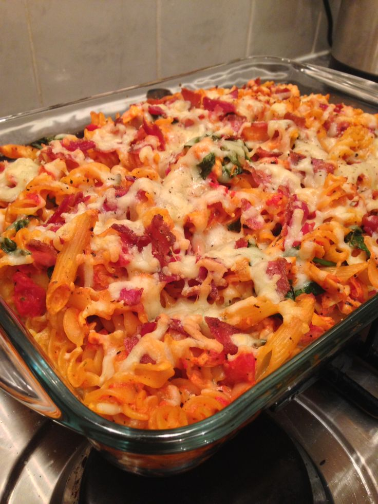 Chicken and bacon pasta bake with creamy tomato sauce http://theglasgowscullery.com/2014/02/14/chicken-and-bacon-pasta-bake-with-creamy-tomato-sauce/