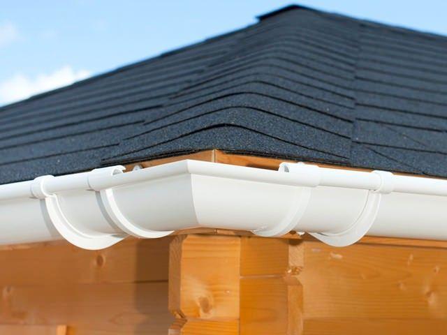 Dieses Dachrinnen Set enthält vier 90° Winkelstücke.