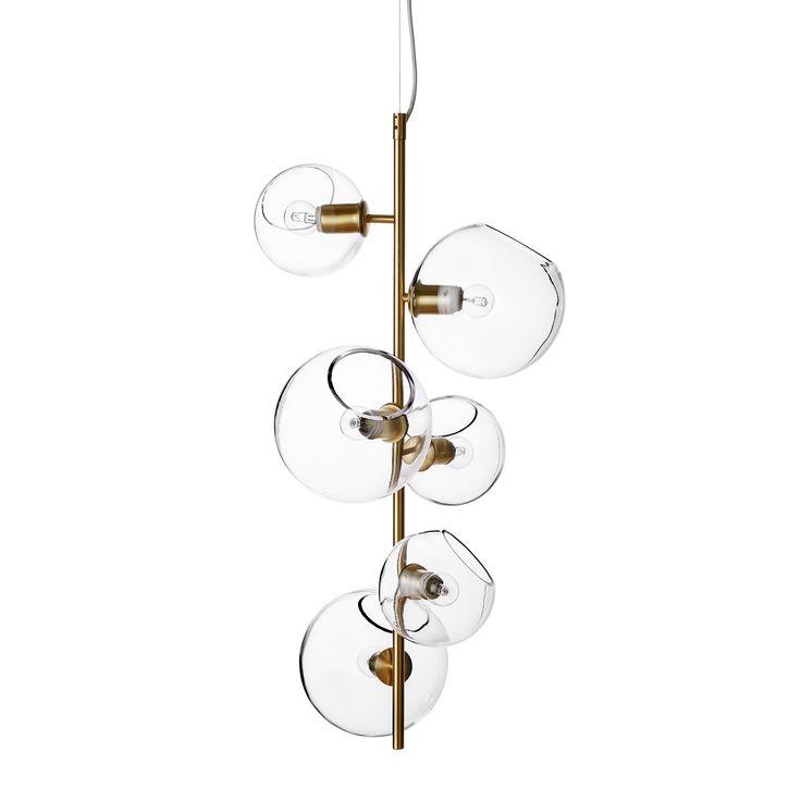 Göte taklampe fra Pholc. En taklampe med en herlig og sprudlende design der glassperler i ulike stør...
