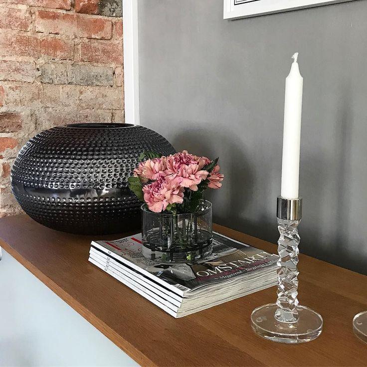 Svarta vaser i höst Denna fina kommer från @fuhrhome . #homebysweden