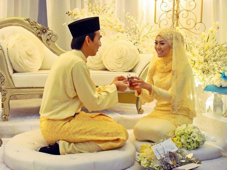 Stories of Rina (◕‿◕)✿: Short Review Wedding Erien & Hud. yellow hijab wedding