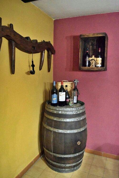 Caja de fruta de madera antigua restaurada como estantería