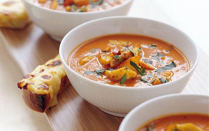 Soppa, kyckling: Gör kycklingsoppa av tomatsoppan! Med curry och kyckling får soppan både extra god smak och fin färg.
