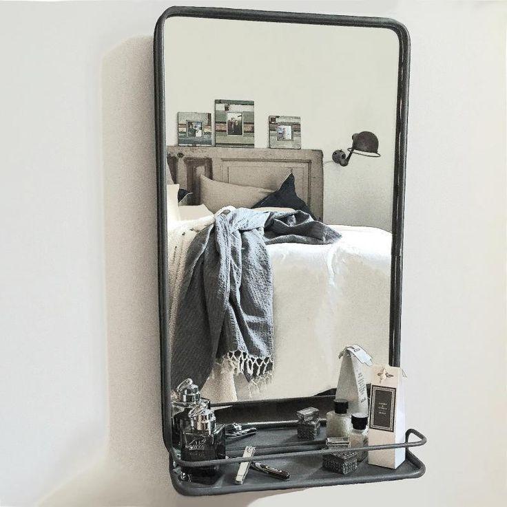 Spegel med hylla i metall från PB Home - väggspegel