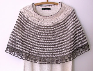 Welcome to virkpia: Crochet: Pelerin - Short Poncho / Capelet with stripes