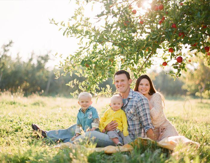 family: Photos Inspiration, Photos Families, Photos Ideas, Orchards Families, Families Poses, Families Photos, Families Portraits, Photography Inspiration, Photography Ideas