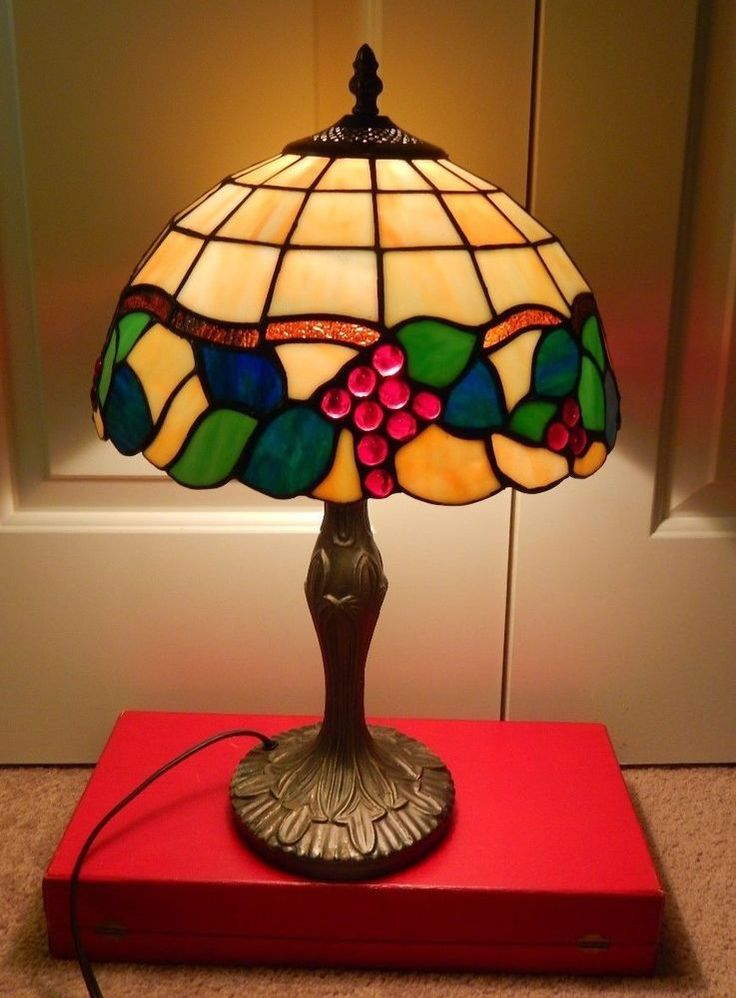"Tiffany Style Stained Glass Table Lamp w/ Bunch of Grapes 19"" high"