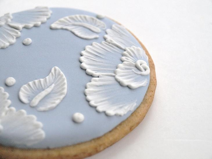 """Embroidered"" cookies DIY: Cakes Tutorials, Sugar Cookies, Cookies Decor, Brush Embroidery, Brushes Embroidered, Beautiful Cookies, Sweetamb Brushes Embroidery, Ice Cookies, Embroidery Cookies"
