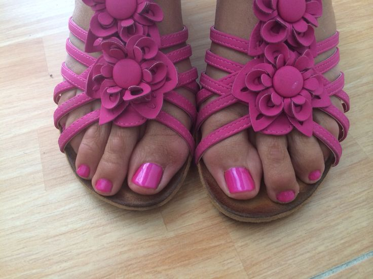 #uñas #nails #pedicura #shellac #CND #Águilas #centrodeestetica #moma #rosa #fucsia