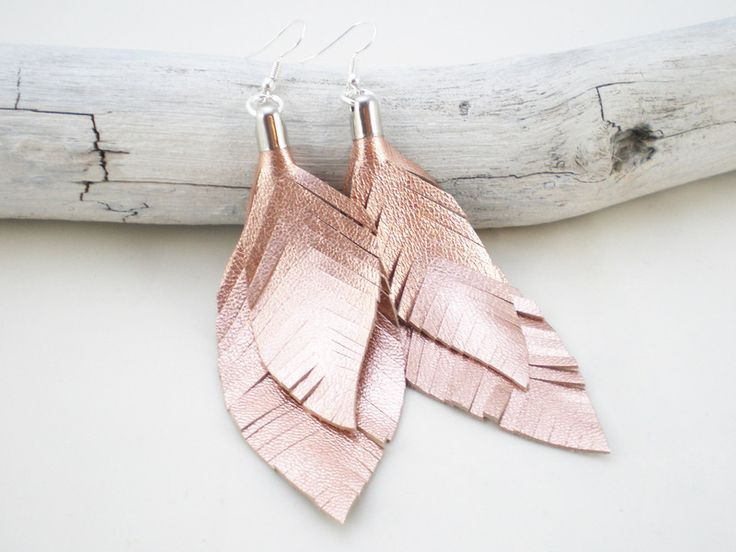 handmade leather feather earrings by Viktoria Boldt Accessoires at DaWanda.com #handmade #dawanda #viktoriaboldt #leather #featherearrings
