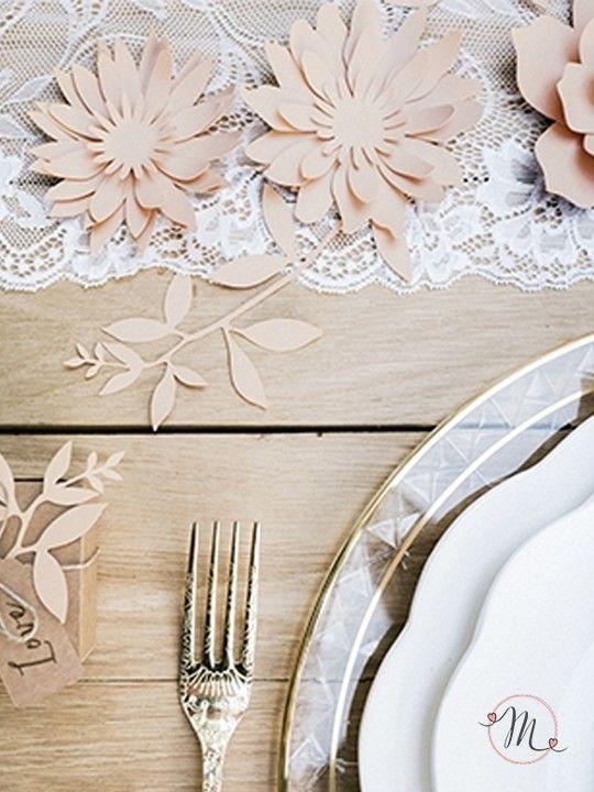 Fiori decorativi da tavolo rosa.  Originali fiori decorativi in carta in tre modelli differenti.  Set da 3 pezzi. Ogni set contiene 9 pezzi di nastro adesivo. Misure: 7.5 cm, 8 cm, 8.5 cm. #matrimonio #wedding #fiori #segnaposto #segnatavolo #ceremony #party