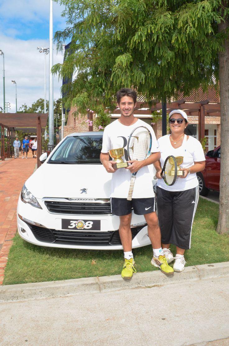 La pareja campeona, integrada por Ana Goldie y Luis Rodríguez, recibieron como premio entradas para asistir a los cuartos de final del Roland Garros en París, con alojamiento y pasajes incluido.