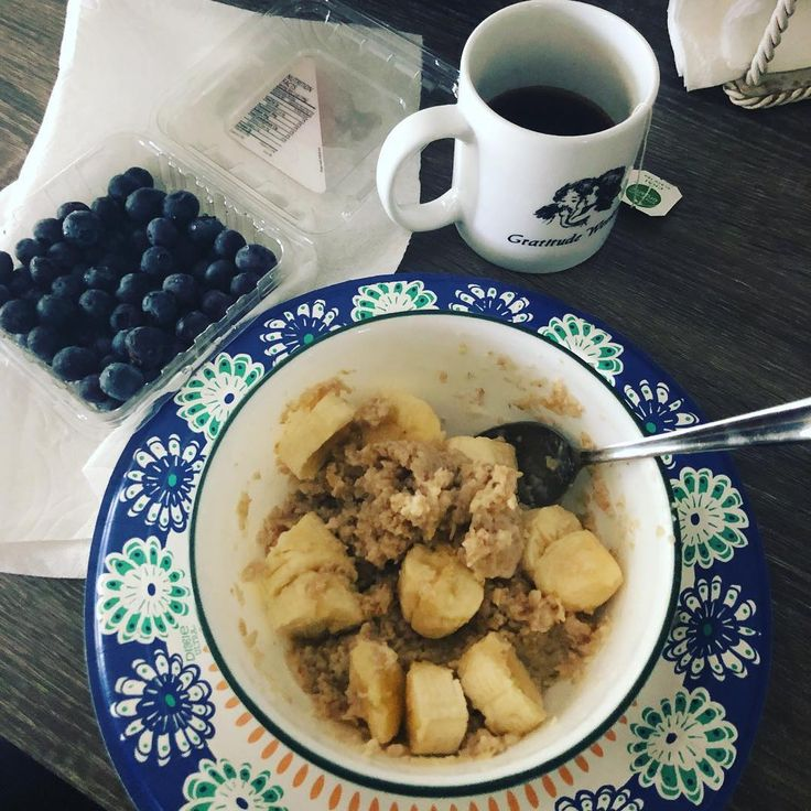 """89 Likes, 8 Comments - Nathalie Mckee (@tuffy_mckee) on Instagram: """"Breakfast #1 #coachsoats #blueberries #banana #blackchaitea Coach made me get rid of coffee and the…"""""""
