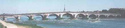 Pont de Blois sur la Loire construit entre1717 et 1724  par l'architecte Jacques Gabriel