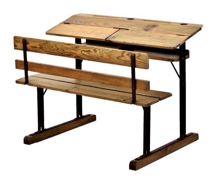 Lote 4221 - Carteira escolar de 2 lugares em ferro e madeira de pinho. Banco corrido e tampo de levantar com 2 secções independentes. Dim: 79,5x105x76 cm. Nota: sinais de uso, falhas e defeitos. - Current price: €160