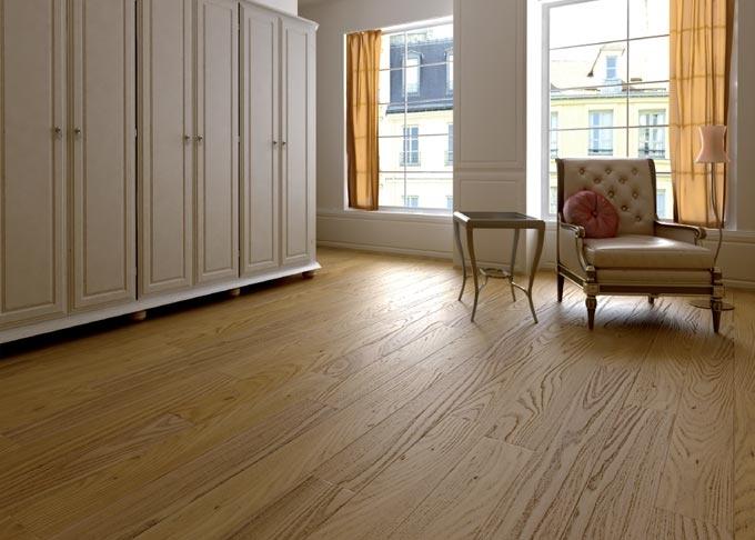 Pavimenti tavolato in legno oasi - tavolato olmo spazzolato, verniciato.
