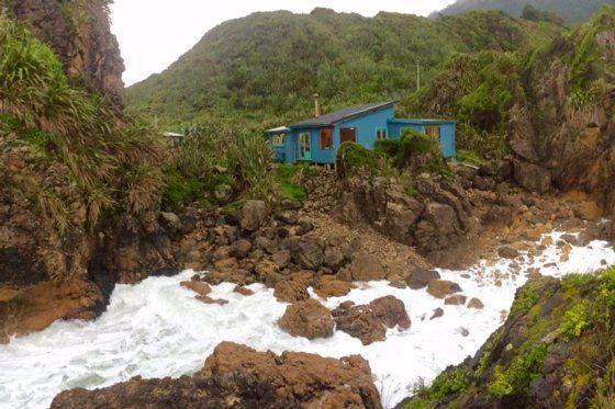 life on the edge - Punakaiki bach or holiday home