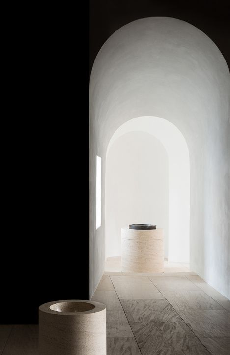 Window as a source of light, St Moritz Church by John Pawson (© Gilbert McCarragher) _