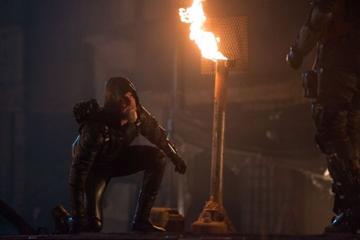 Fangirlish'Legends of Tomorrow': First Look at Oliver Queen's Older Green Arrow in 'Star City 2046' - Fangirlish