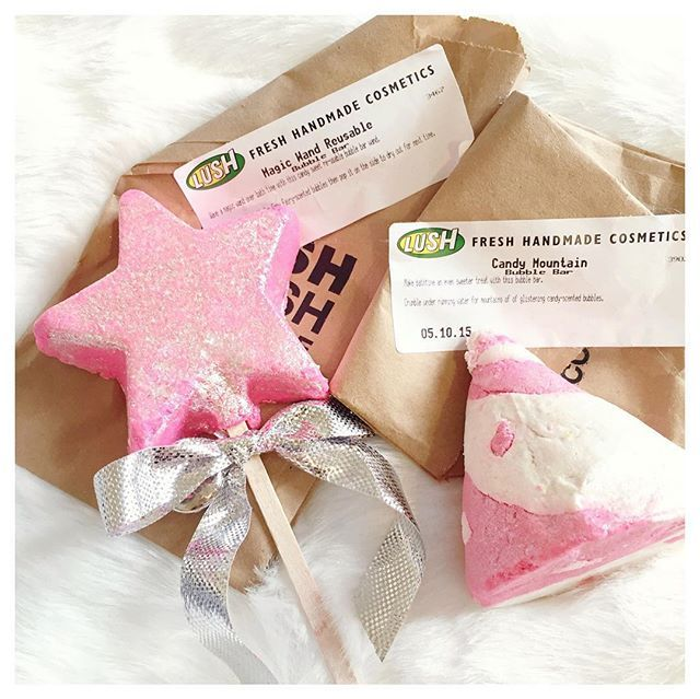 I'm all for sparkly pink products that make my bath smell like cotton candy ✨