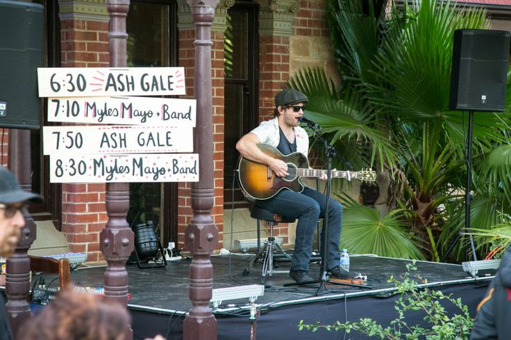 Ash Gale entertaining the crowd