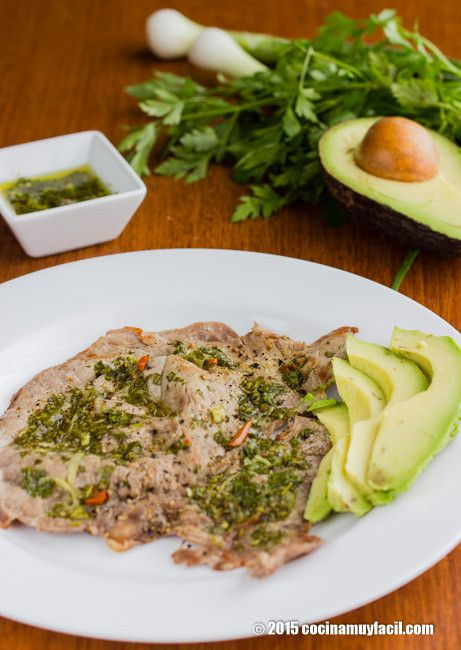 Sorpréndelos con estos deliciosos bisteces en salsa de chimichurri #receta http://cocinamuyfacil.com/bisteces-en-salsa-de-chimichurri-receta/