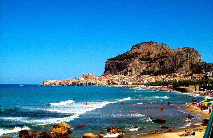 Lungomare di Cefalù http://www.imperatoreblog.it/2013/06/27/le-spiagge-piu-belle-della-sicilia/ #cefalù #sicilia #spiagge