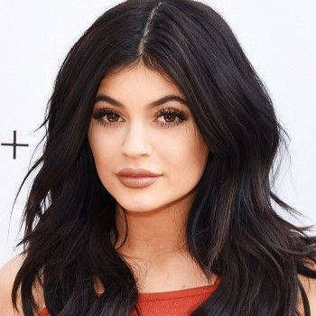 Stop Everything—Kylie Jenner is Launching a Beauty Site